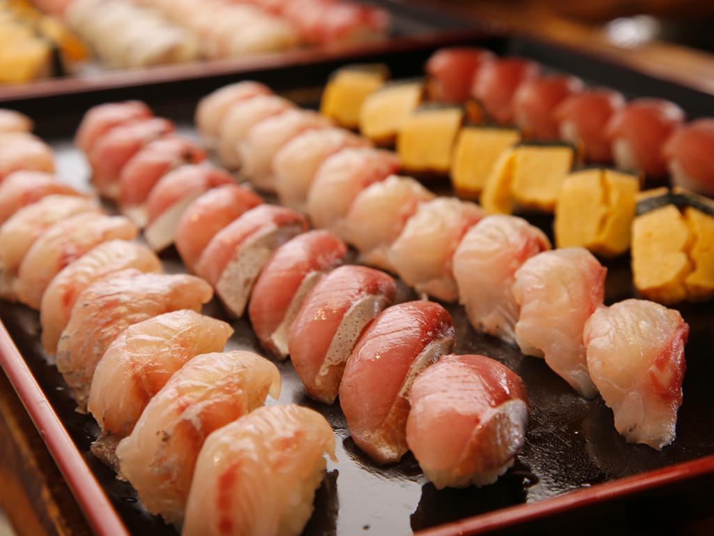 お寿司食べ放題!