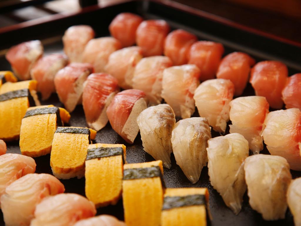 お寿司もお好きなだけどうぞ!