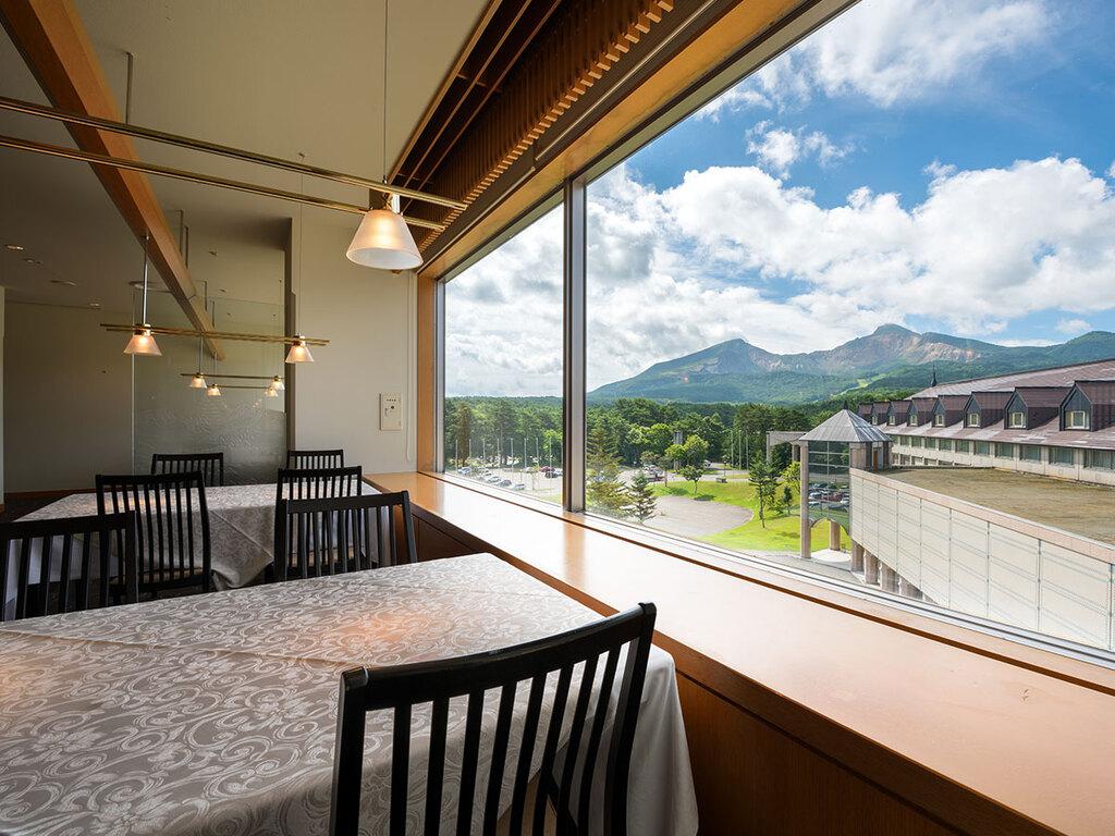 磐梯山を望む和食レストラン「和楽」