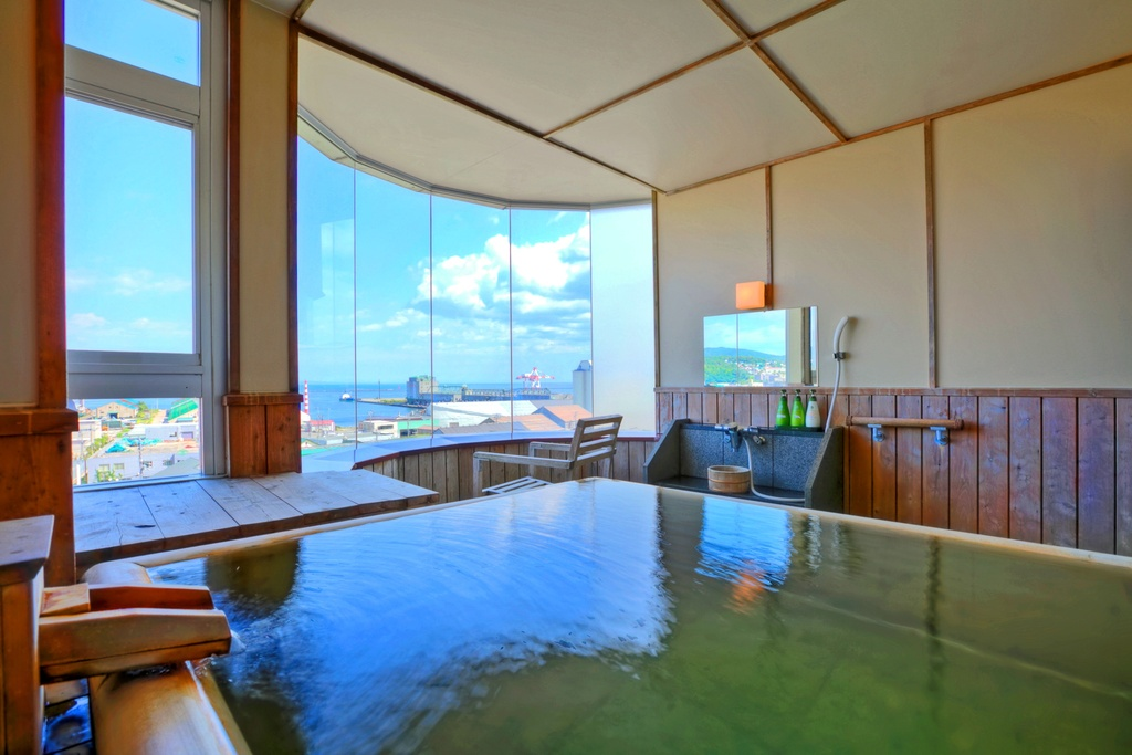 お部屋は檜の展望温泉付特別室Aタイプをご用意