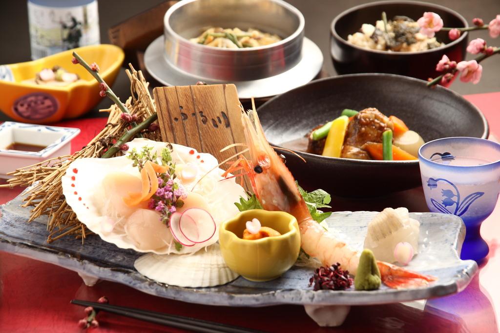 小樽近郊で水揚げされた魚介を中心とした和食コースをご用意。