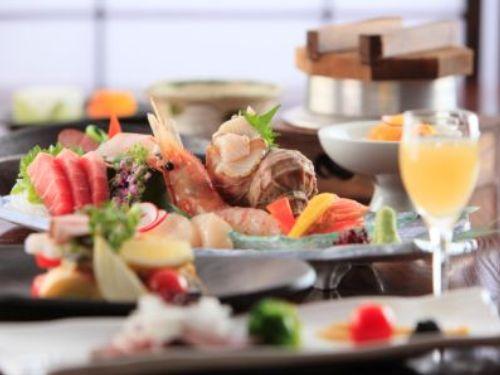 季節ごとにメニューを変更。旬の食材を使用した和食会席をご用意。