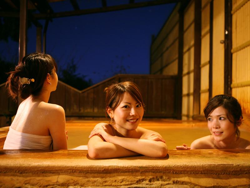 金泉(温泉)の露天風呂は夜通し入浴できます