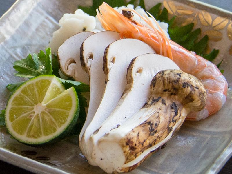 秋の味覚「松茸」を合計150グラム使用。