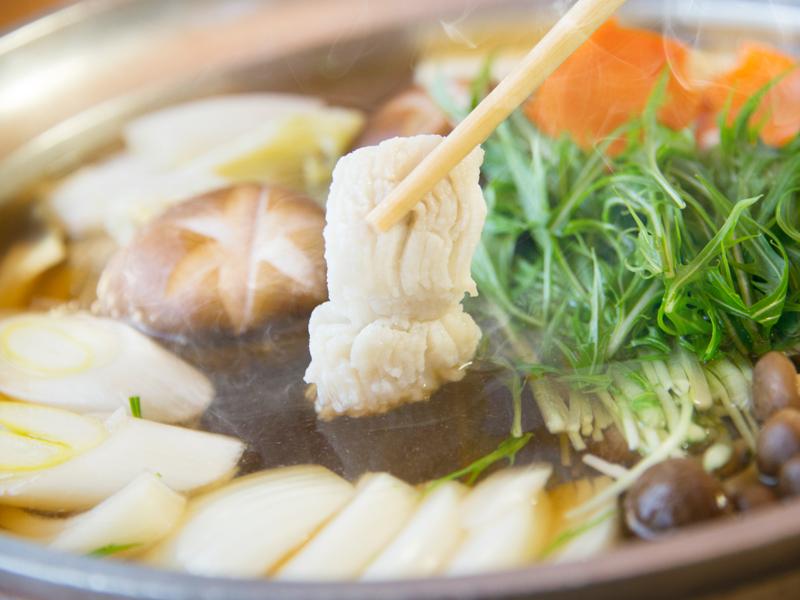 自家製の鍋出汁を使った淡路島産鱧すき鍋には、新鮮なお野菜もたっぷり使用しています!