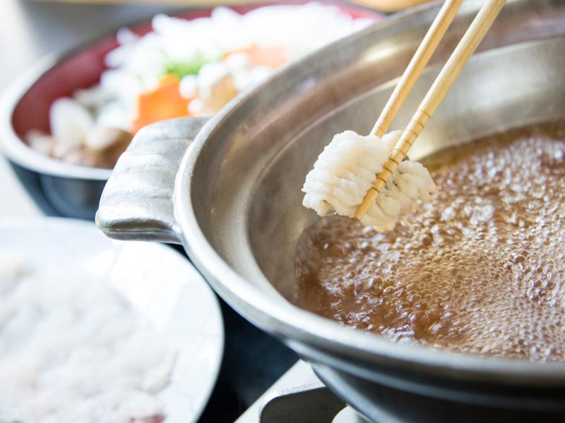自家製の鍋出汁を使った淡路島産鱧すき鍋には、淡路島産玉ねぎなど新鮮なお野菜もたっぷり使用しています!