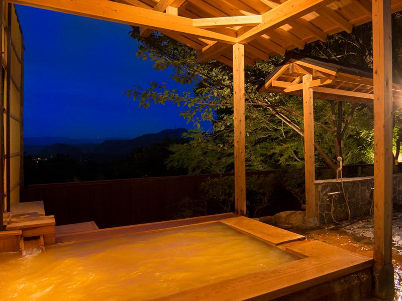 露天風呂は夜通しお入りいただけます