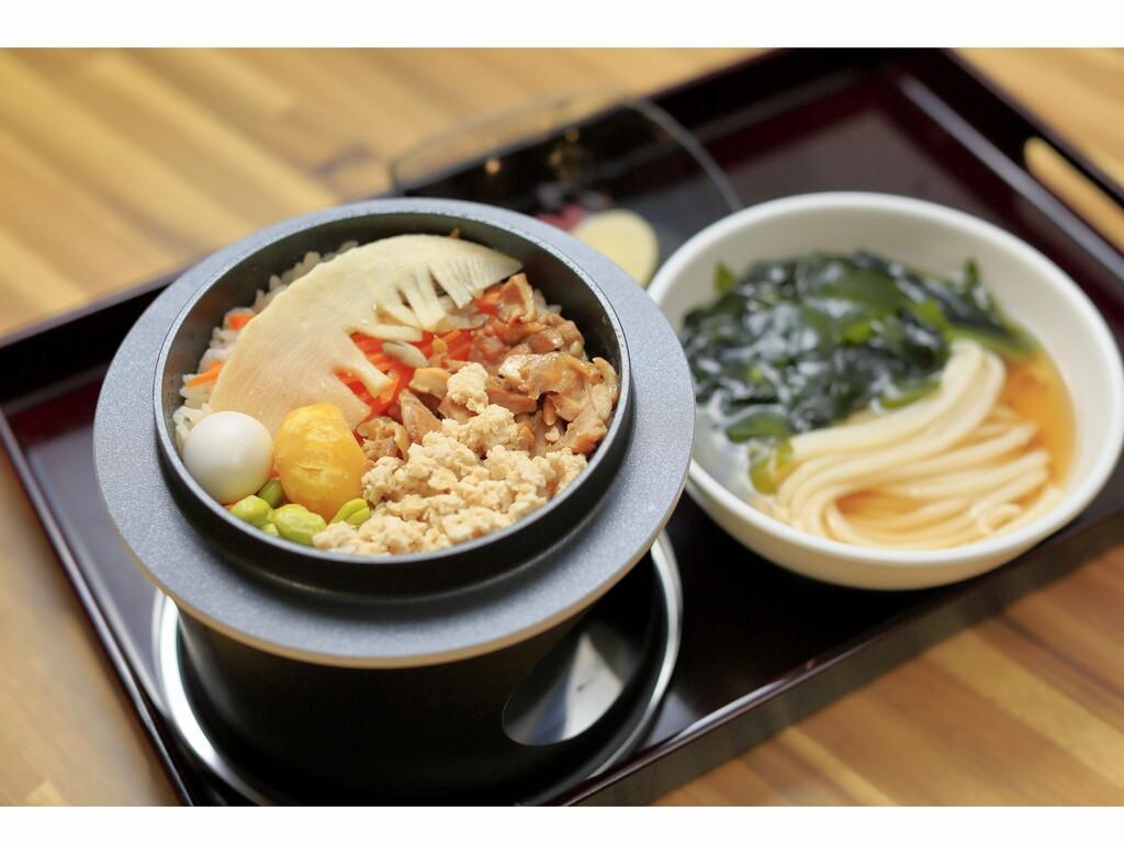 ■選べる朝食『和』■『具だくさん炊き込みご飯』と『ダシの効いたうどん』で朝から満足♪