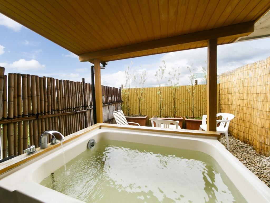 上質な天然温泉を満喫できる露天風呂付は一番人気です。 ※客室の指定は受けておりません
