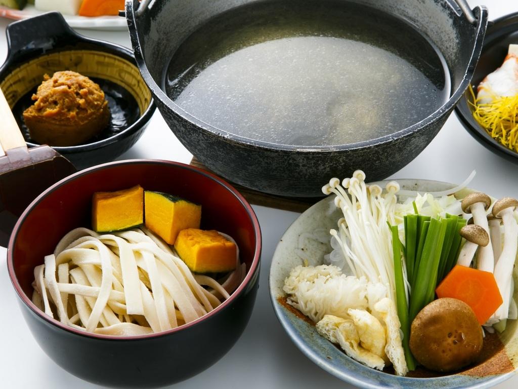 【選べる主菜】オリジナルのホロホロ鳥のスープで食べる甲州名物「ほうとう鍋」※写真はイメージ