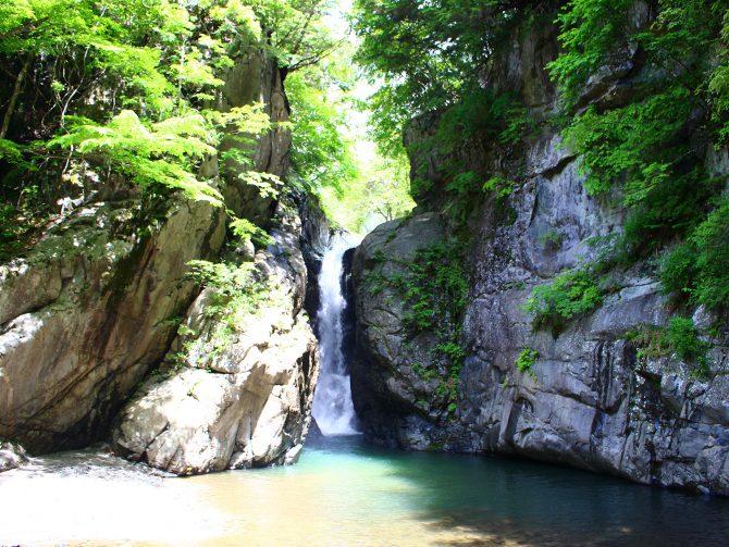 【清水渓谷と名瀑一之釜】比較的歩きやすく大小様々な滝が見られる清水渓谷は、気軽なウォーキングに最適