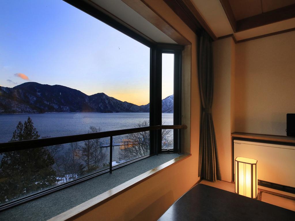 全室中禅寺湖ビューの一般客室でお寛ぎを。
