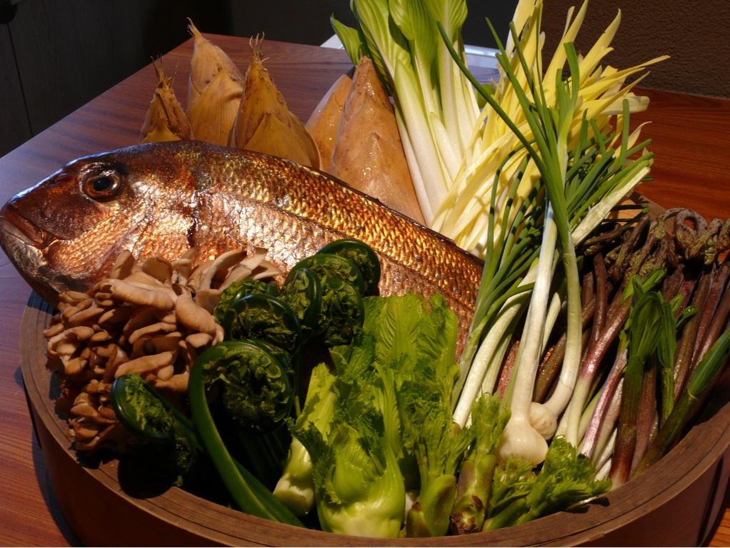 桜鯛と筍、山菜の鍋