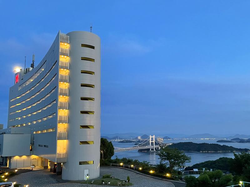 客船をイメージした白亜のリゾートホテルです。