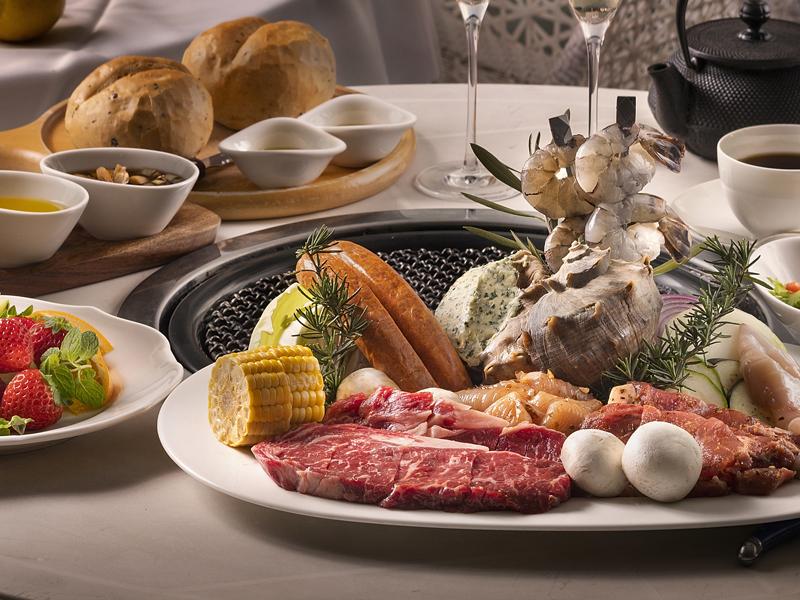 岡山県産和牛・ポーク・チキンを海辺のテラスで豪快に焼いてお楽しみ下さい♪ ※BBQイメージ※