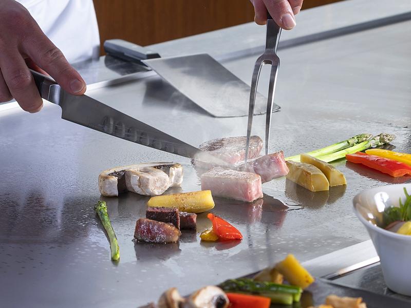 特選黒毛和牛や地元野菜など、鉄板焼でご堪能下さいませ♪<br>※夕食イメージ※