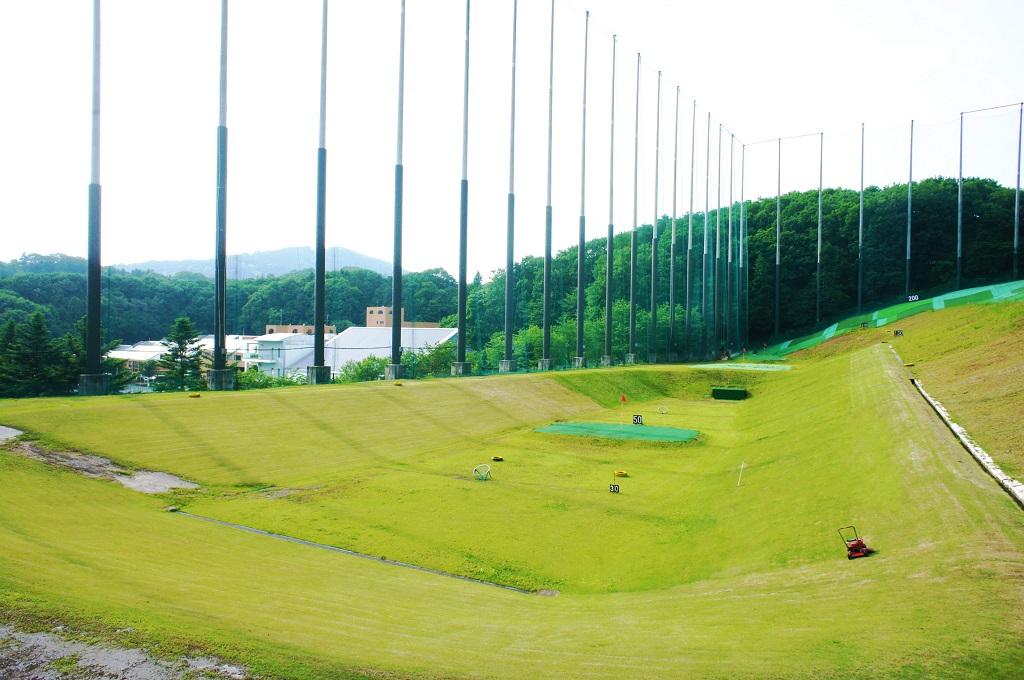 他の練習場では体験できない自然に囲まれたゴルフ練習場