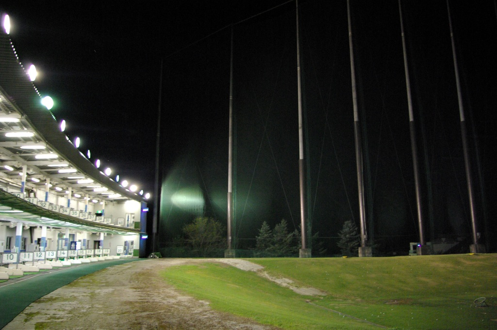 ゴルフ練習場ナイター設備完備!