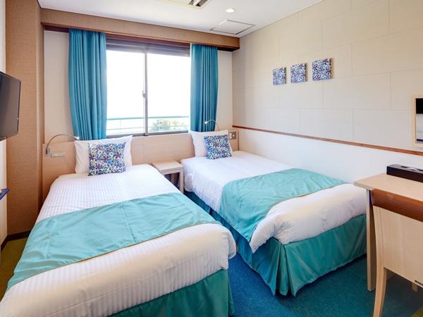 【本館】コンパクトツインルーム 1〜2名様に最適。使い勝手を一番に考えたシンプルで機能的な客室。