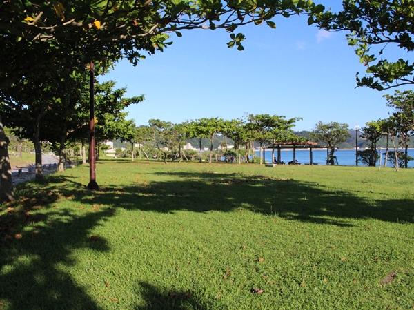 【21世紀の森公園】 徒歩5分。ビーチの他、散策コースも楽しめます。