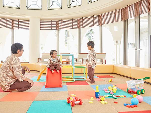 【キッズスペース イメージ】小さなお子さまにのびのびとお楽しみいただけるエリアをご用意。