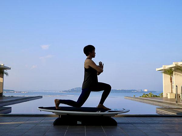 【ハナサキマルシェ/サーフエクササイズ】全身の引き締め効果、体幹強化、デトックス効果が期待されるサーフエクササイズ