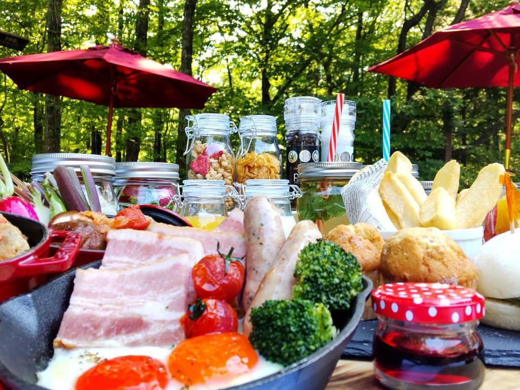 森のテラス朝食イメージ