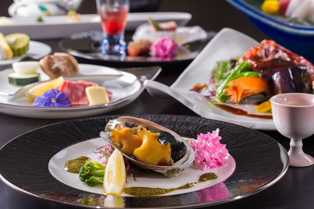 神津島コースのお食事の一例