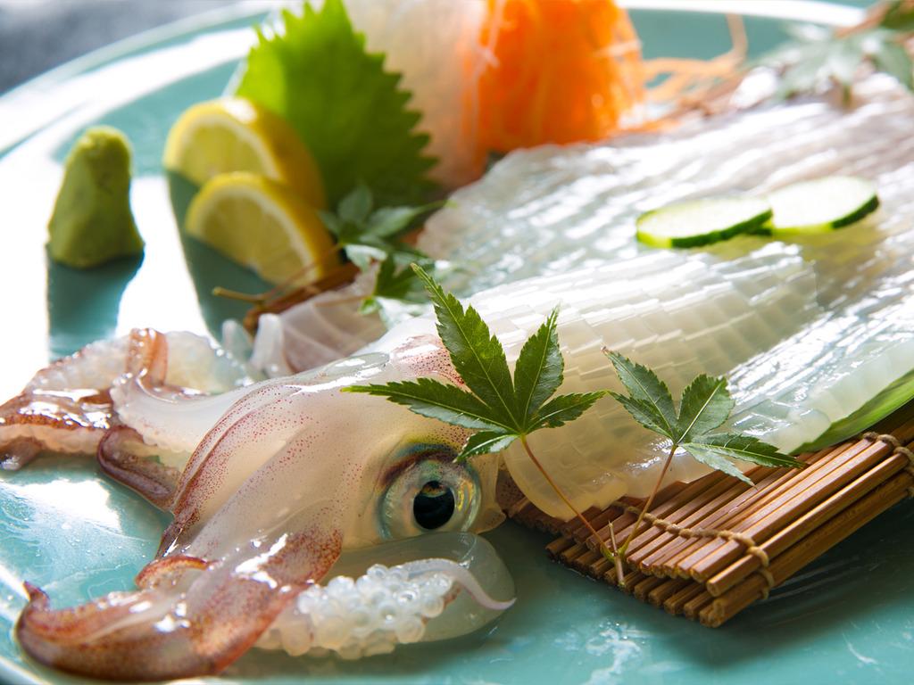 """◆""""日本有数""""のイカの産地「呼子」毎日新鮮なイカをご用意"""