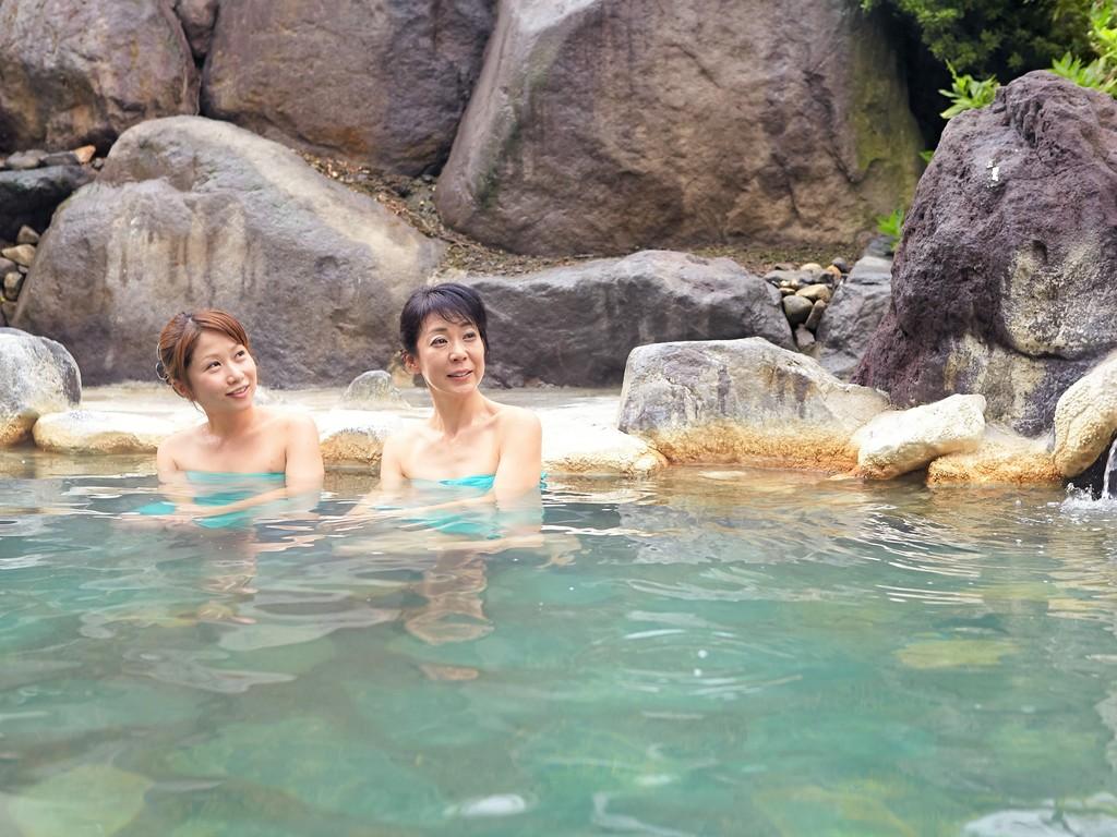 源泉岩風呂