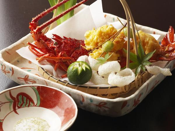【特別料理】伊勢海老黄金揚げ/豪華な会席創作料理にひと花咲かせます。