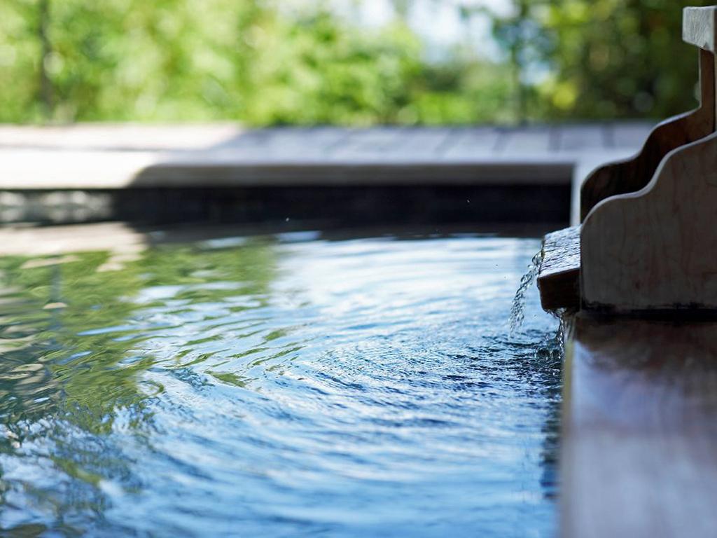 各部屋では趣の異なる湯舟にて温泉をお楽しみいただけます。
