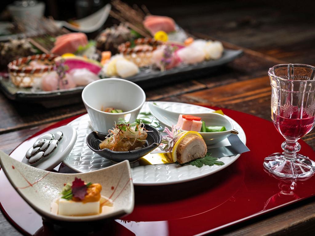 【夕食一例】伝統懐石と洋の献立の組合せの妙。遊び心を生かした創作料理をお楽しみください。