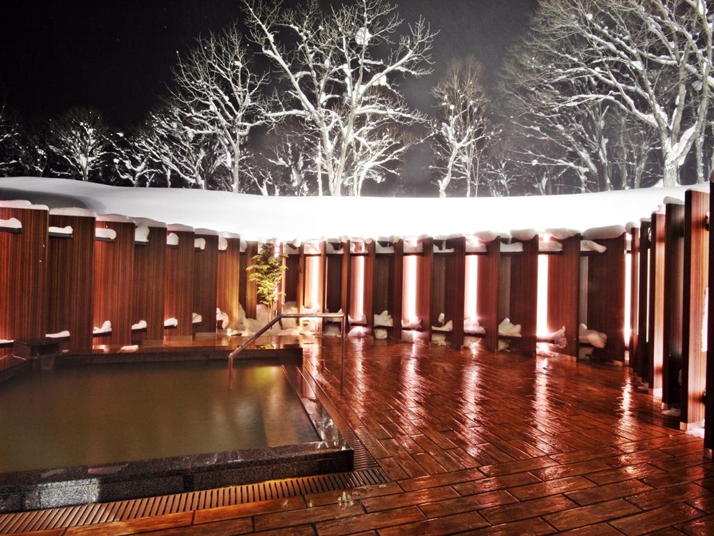 温泉(露天風呂・冬・夜)