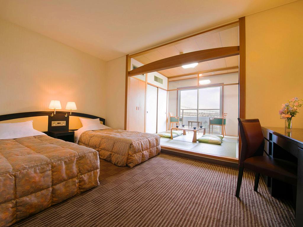 ■緑風館-和洋室-■34�u、100cm幅ベッド2台の和洋室。トレインビューも楽しめるゆったり空間