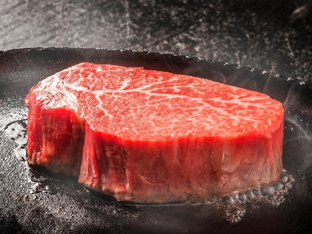 【神戸牛三昧−Kobe Beef−】世界の舌をも魅了する旨味を湛えた神戸が誇る逸品。