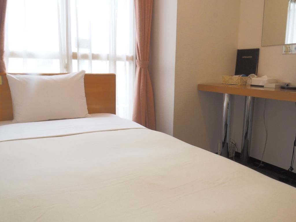 シングルルーム(90cm×159cm)落ち着いた雰囲気のお部屋です。