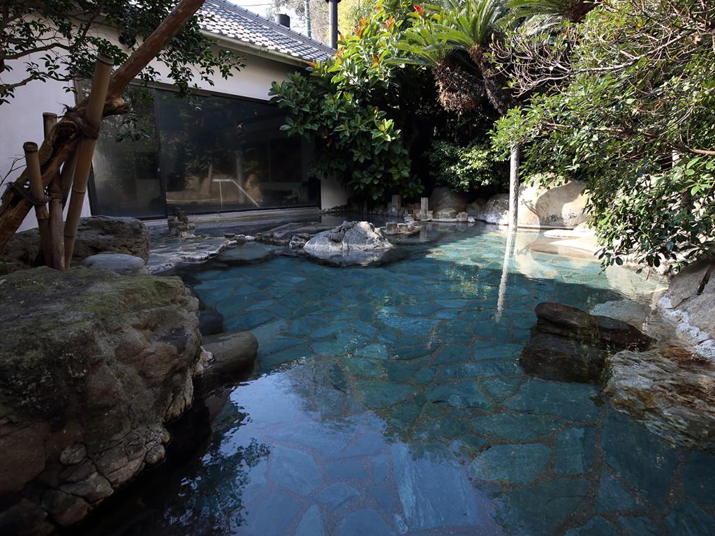 湯処「遊楽」男女入替で利用できる庭園露天風呂