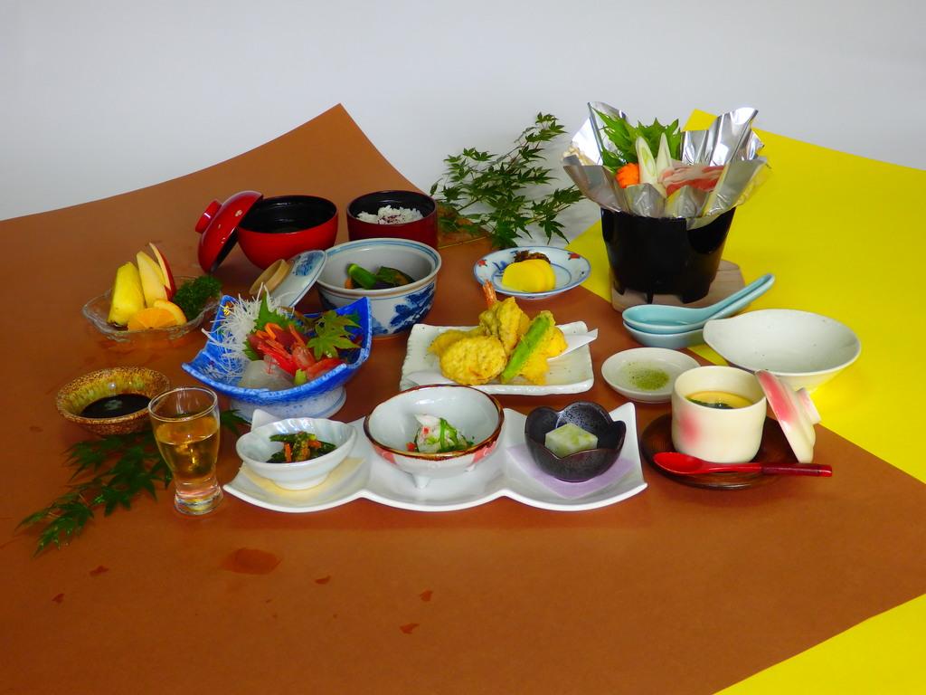 四季折々の旬の恵みを盛り合わせた「白浜膳」