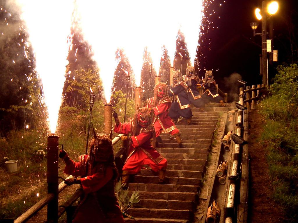 地獄谷で開催される鬼花火は迫力満点!