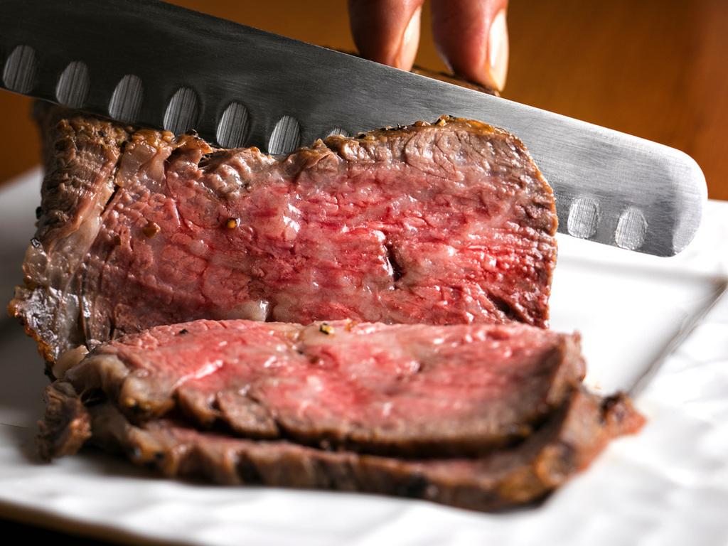 【食事処 蔵・懐石一例】メインのお肉料理は北海道ブランド牛をご用意致します。