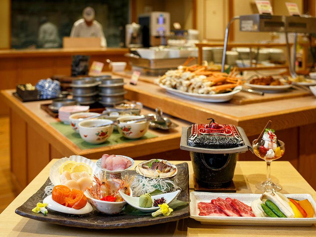 【桜房一例】お刺身・道産ハーブ牛・デザートのセットに、ズワイ蟹などバイキングメニューも豊富!