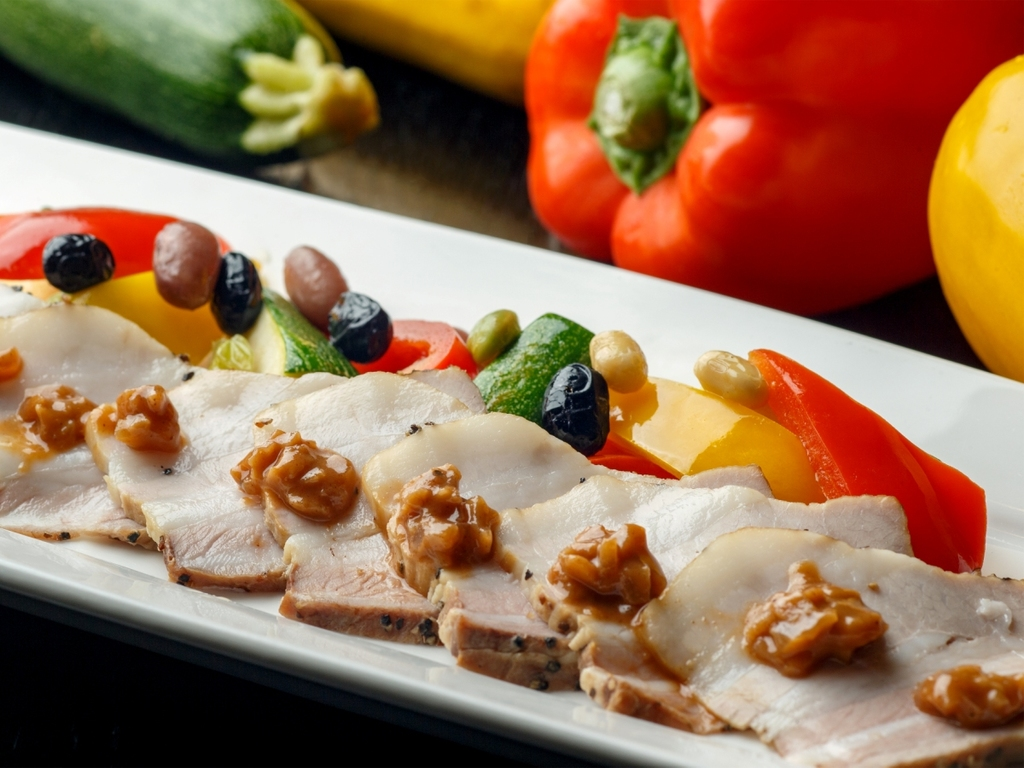 【9〜11月/秋肉と秋野菜のチカラ】豚バラスモークの低温ロースト リンゴとオニオンのソース添え