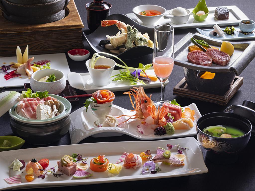 【蔵・懐石一例】季節ごとに変わる品々には、料理長のこだわりや職人の技が光ります。