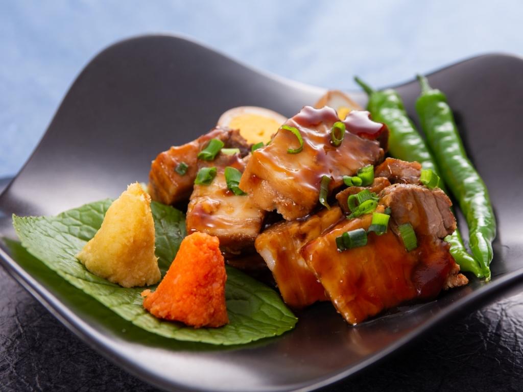 【6〜8月/肉のがっつりメシ】ご飯もすすむ、お酒もすすむ、とろ〜り絶品の豚角煮