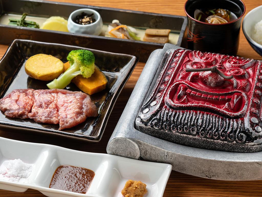 【桜房一例】自分で焼くスタイルの赤鬼ビーフステーキ。お好きな焼き加減で召し上がれ♪