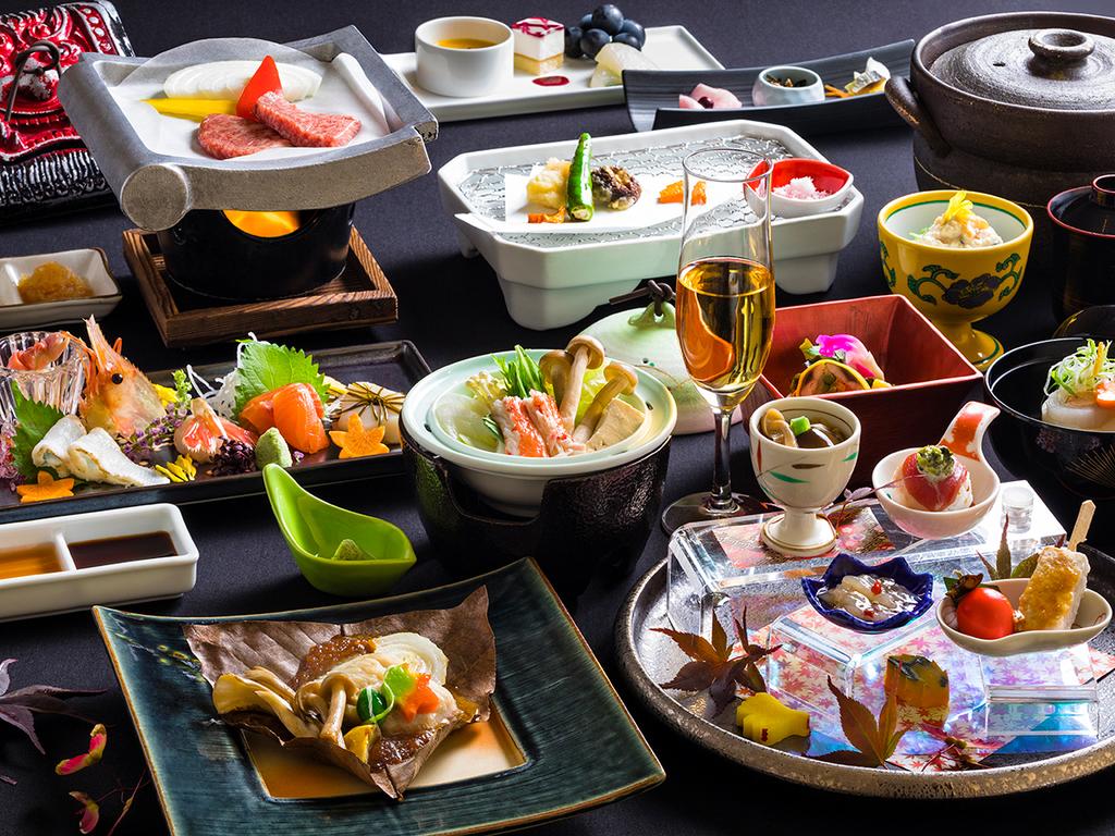 【蔵・秋の懐石一例】季節ごとに変わる品々には、料理長のこだわりや職人の技が光ります。