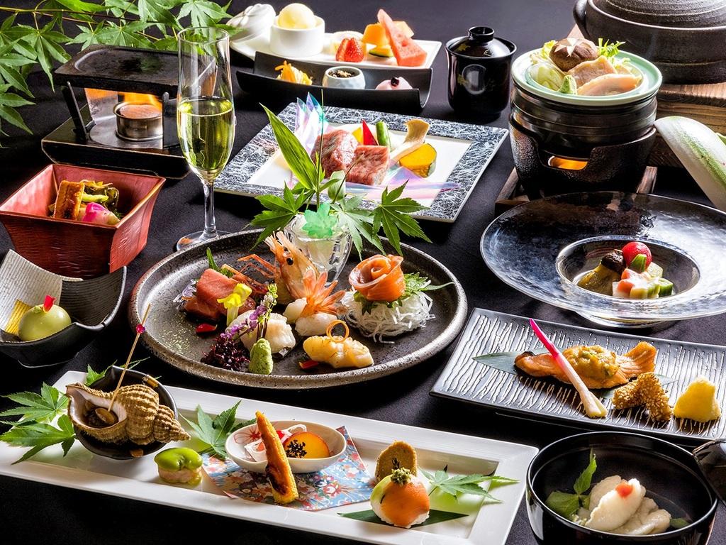【蔵・夏の懐石一例】季節ごとに変わる品々には、料理長のこだわりや職人の技が光ります。