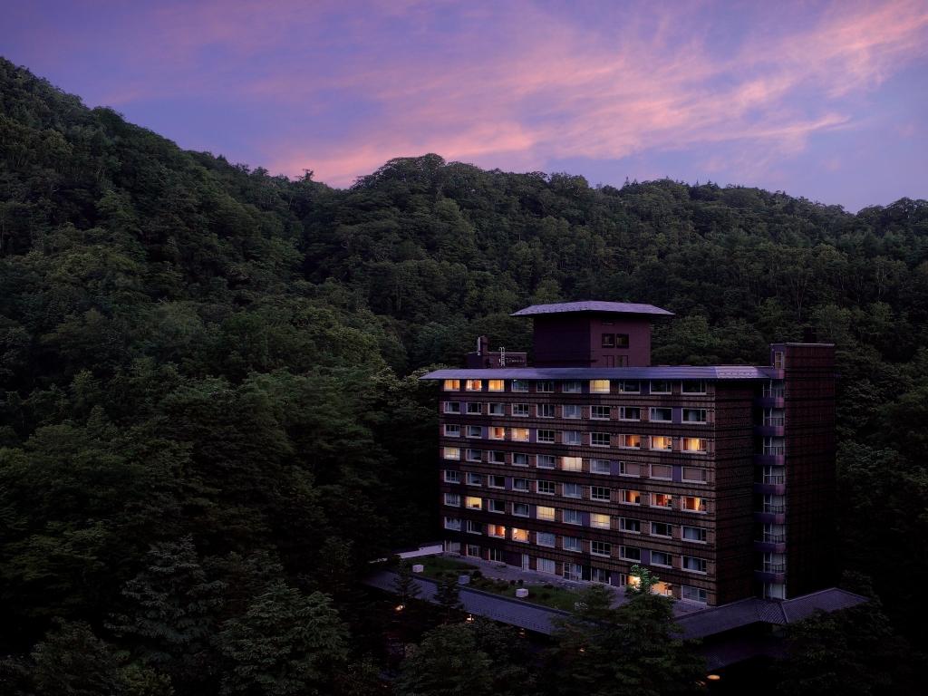 夕暮れのホテル付近を散策するのもロマンチックです。