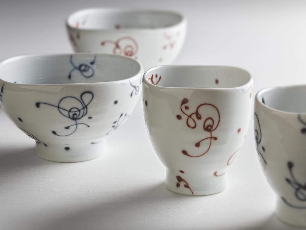 ペア湯のみorペアお茶碗どちらか1つをプレゼント。
